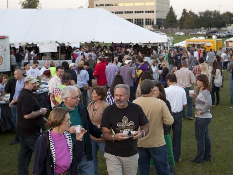 Bierprobe bei einem Festival-Event auf der Lafayette Horse Farm