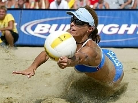 Das AVP Volleyball Tournament am Huntington Beach Pier