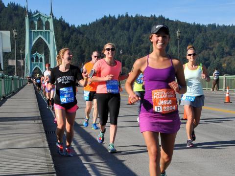 Gut gelaunte Teilnehmer am Portland Marathon