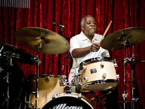 Ein Trommler beim Portland Jazz Festival