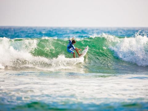 Wellenreiten an der weltberühmten Küste Kaliforniens