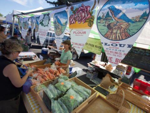 Einkauf auf dem Erntefest in Dolores