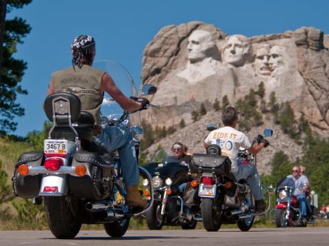 Auch Präsidenten verfolgen das Rennen bei der Sturgis Motorcycle Rally.