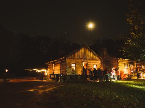 Die gruseligen Schauplätze der Lincoln's New Salem Candlelight Tour