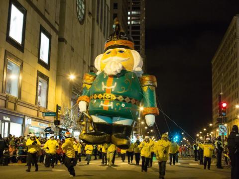 Parade zum offiziellen Einschalten der Weihnachtsbeleuchtung beim Magnificent Mile Lights Festival