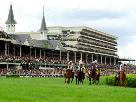 "Pferderennen beim Kentucky Derby auf der Rennbahn ""Churchill Downs"" in Louisville"