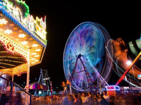 Fahrgeschäfte bei der California Mid-State Fair in Paso Robles, Kalifornien
